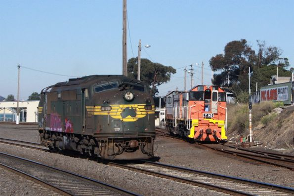 A78 returns light engine from the cement works, passing El Zorro's Y145 at Geelong Loco