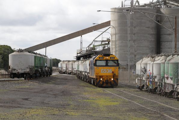 G536 shunting empty wagons into the Waurn Ponds cement works