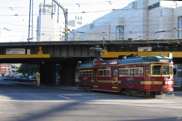 SW6.925 heads south for Southbank Depot at Spencer and Flinders Street