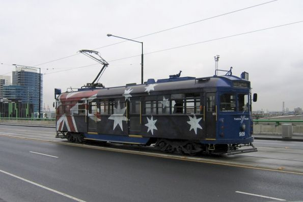 SW6.909 in Australia Day livery westbound on the La Trobe Street bridge