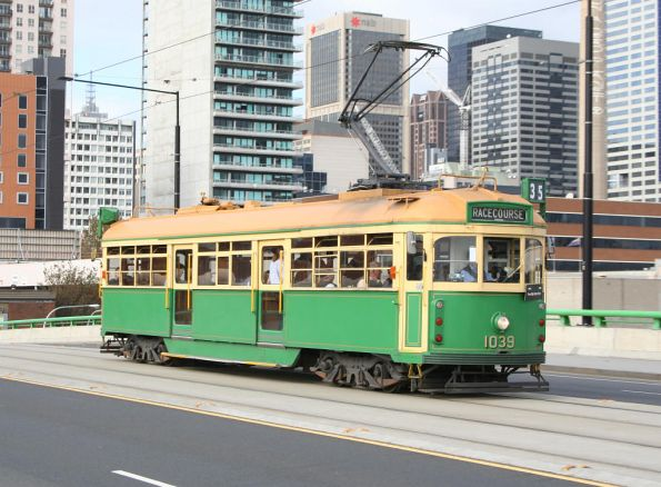 W7.1039 running the City Circle as route 35 at La Trobe Street, but with 'Racecourse' destination showing on the roll