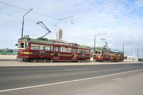 City Circle trams SW6.888 and W7.1020 on the La Trobe Street bridge