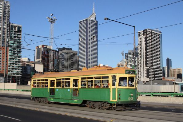 W7.1005 on La Trobe Street, filling in on the City Circle