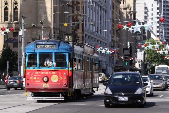 SW6.925 in the 'City Circle Sleigh' livery westbound at Swanston and Flinders Streets