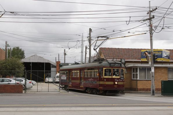 Headed into service from North Fitzroy depot, W6.981 heads onto Nicholson Street