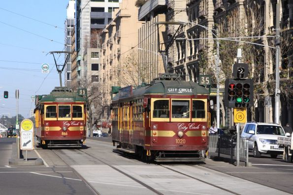 City Circle tram SW6.866 passes W7.1020 on Spring Street at Bourke