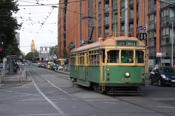 W7.1005 westbound on the City Circle along Flinders Street at Spencer