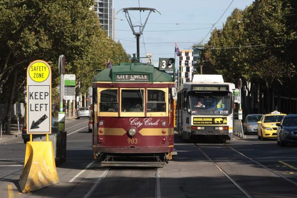 City Circle W6.983 passes a diverted B2.2119 on La Trobe Street