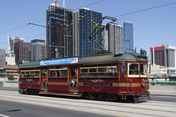 SW6.866 westbound on the La Trobe Street bridge
