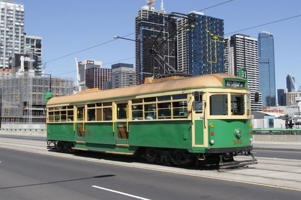 W8.946 eastbound on the La Trobe Street bridge
