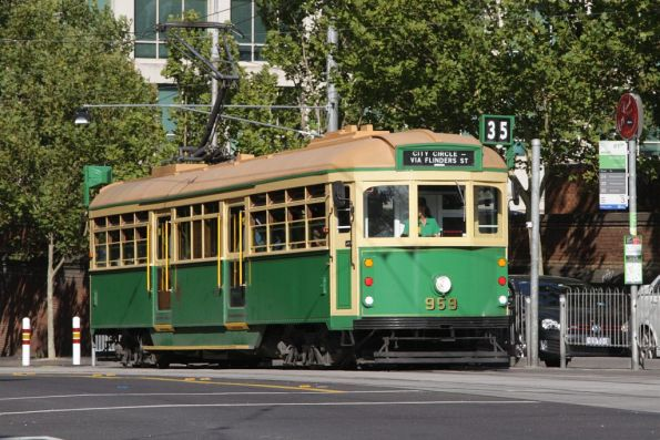 W8.959 westbound at La Trobe and William Streets