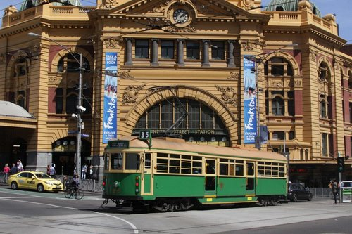 W8.959 westbound outside Flinders Street Station
