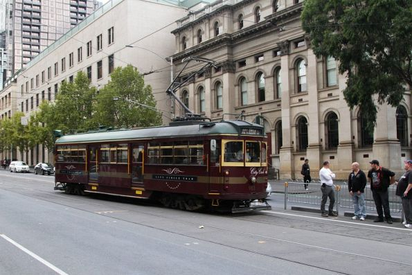 W6.983 shunts at the Swanston Street crossover on La Trobe Street