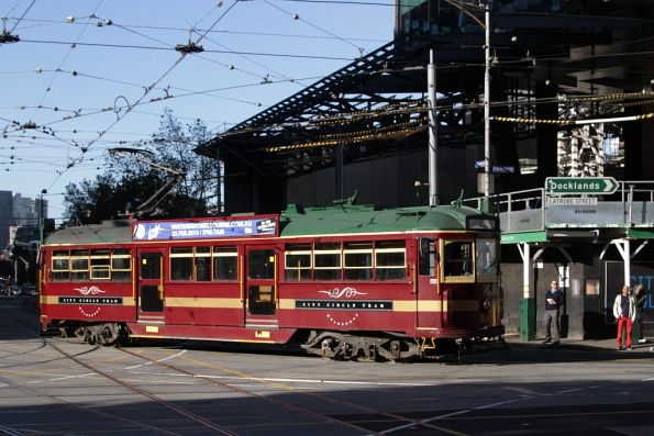 Headed into service from Southbank Depot, SW6.866 turns from Spencer Street into La Trobe Street