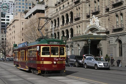 W7.1020 heads north on Spring Street outside the Windsor Hotel