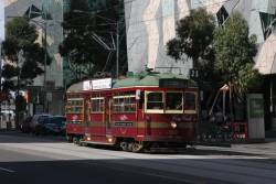 W6.1000 heads west on Flinders Street outside Federation Square