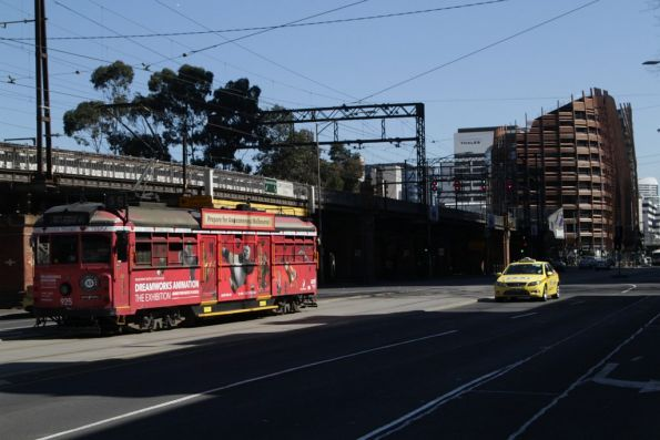 SW6.925 advertising 'Dreamworks Animation the Exhibition' heads west at Flinders and Market Street
