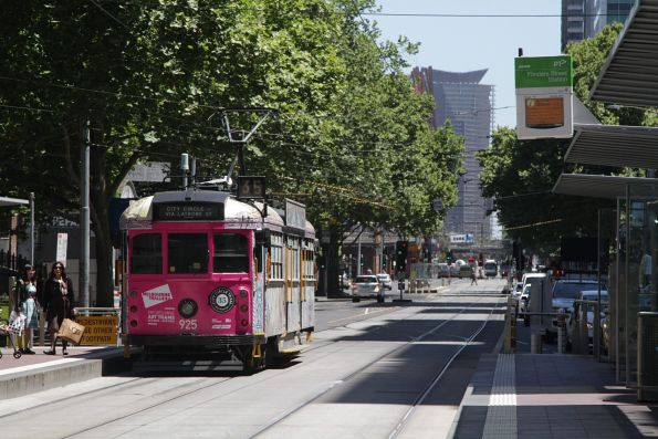 SW6.925 in an art tram livery heads west at Flinders and Elizabeth Street