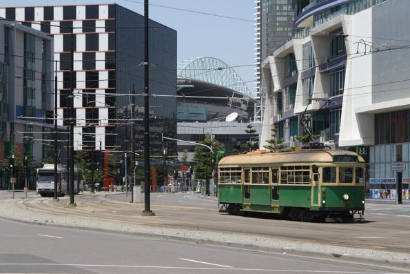 W8.959 heads north on Harbour Esplanade near Docklands Drive