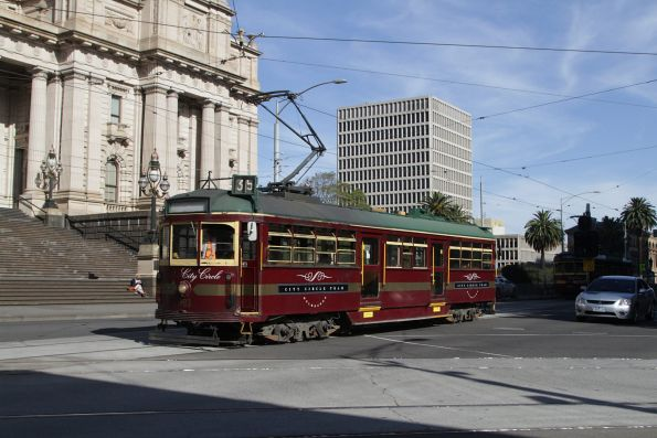 W6.983 northbound at Spring and Bourke Street