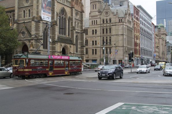 SW6.961 heads east at Flinders and Swanston Street