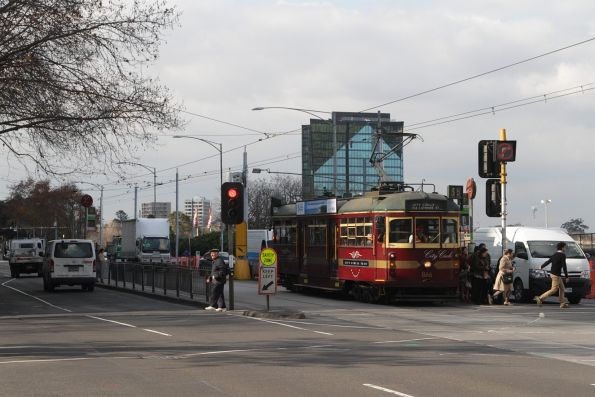 SW6.866 westbound at Flinders and Russell Street