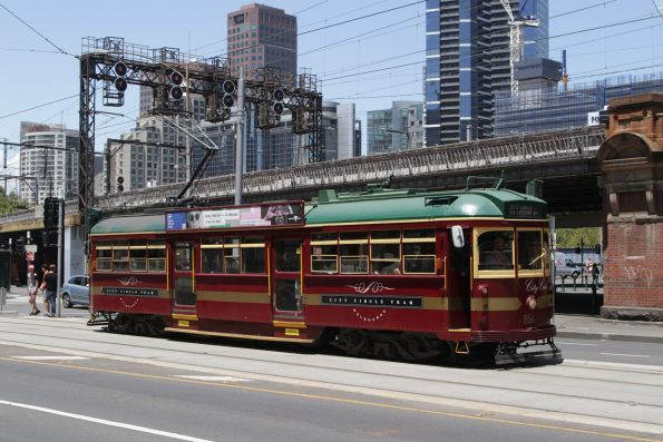 SW6.856 heads west at Flinders and Market Streets