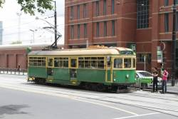 W8.946 heads east at La Trobe and Spencer Street