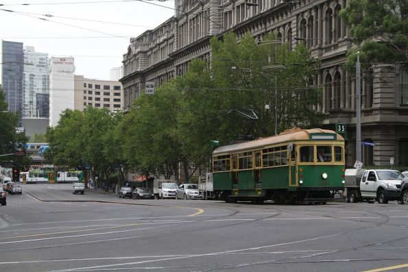 W8.946 heads north at Spencer and Collins Street