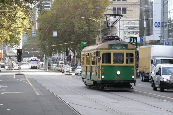 W8.946 heads east at Flinders and Queen Street