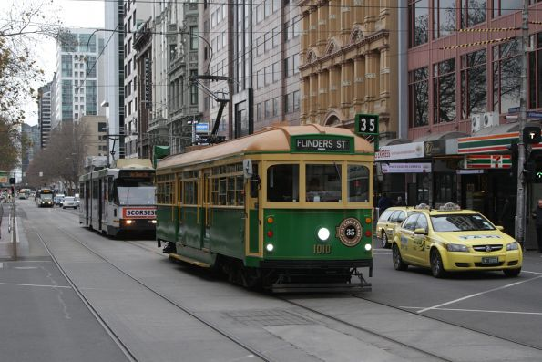 W8.1010 heads east at Flinders and Elizabeth Street
