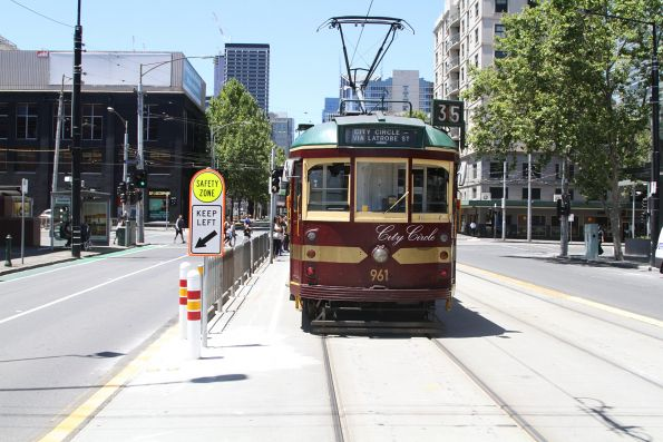 SW6.961 eastbound at La Trobe and Spencer Street
