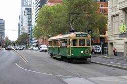 W8.957 heads south at Spencer and Little Collins Street