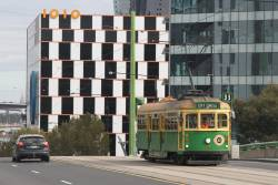 W8.1010 heads east past 1010 La Trobe Street