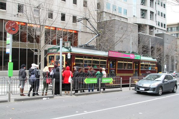 Crowd of intending passengers for a westbound City Circle tram at La Trobe and William Street