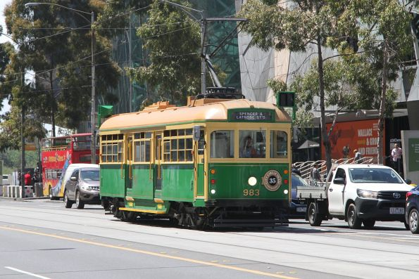 W8.983 heads west at Flinders and Swanston Street