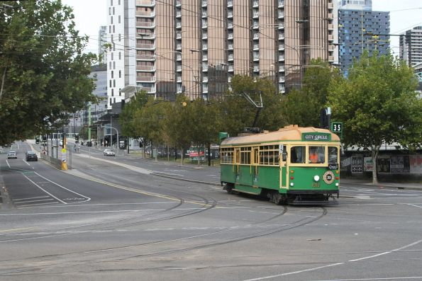 W8.1010 turns from La Trobe Street into Harbour Esplanade