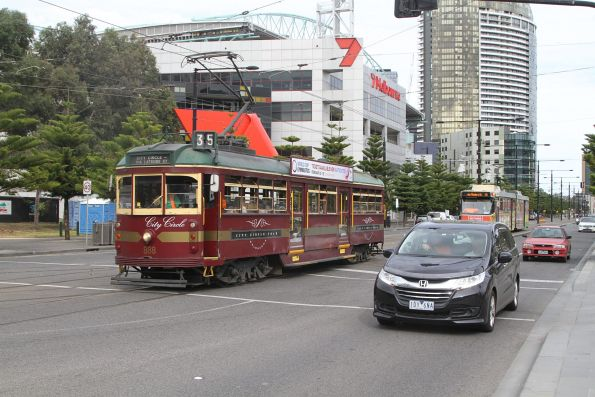 SW6.888 heads north at Harbour Esplanade and La Trobe Street