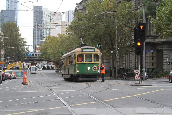 W8.957 heads north at Spencer and Collins Street