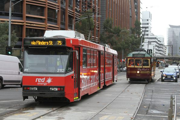SW6.1020 passes B2.2112 advertising 'Red Energy' at Flinders and King Street