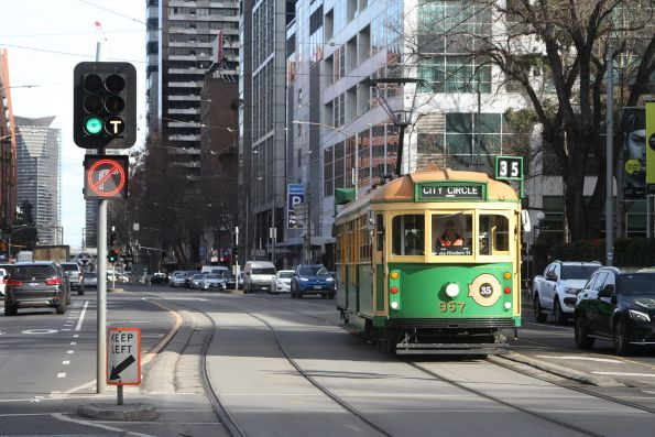 W8.957 heads east on the City Circle at Flinders and Market Street