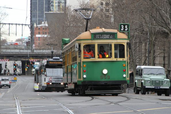 W8.959 heads north at Spencer and Collins Street
