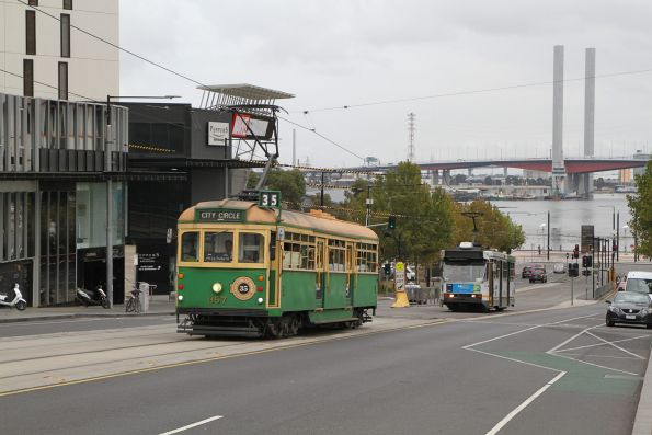 W8.957 eastbound on the City Circle over the La Trobe Street bridge