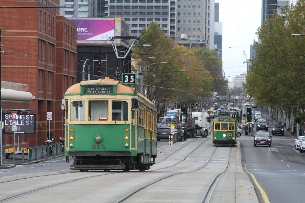 W8.959 passes W8.983 at the La Trobe Street bridge