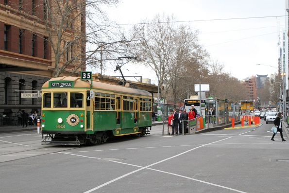 W8.983 heads east at Flinders and Elizabeth Street