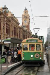 W8.981 heads east at Flinders and Swanston Street