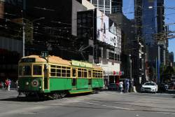 W8.856 heads east at La Trobe and Swanston Street