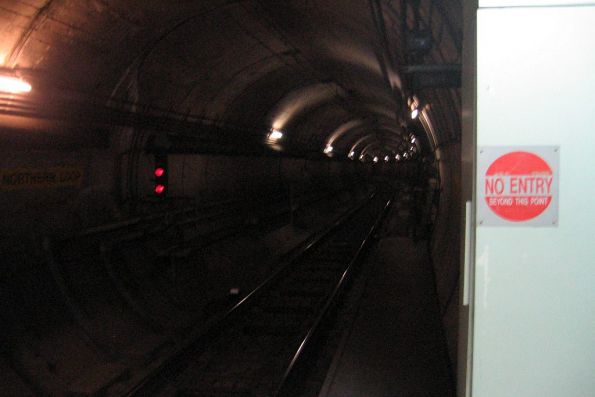 Northern Loop tunnel at Parliament station
