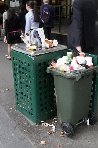 With no rubbish bins at City Loop station, the Melbourne City Council have started placing extra bins at the exits