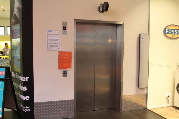 Failed lift at Melbourne Central results in the railway station being inaccessible from Swanston Street